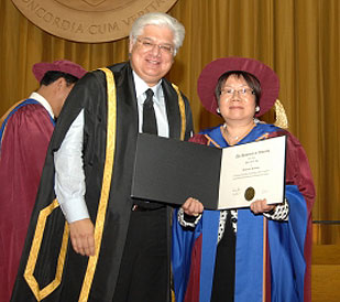 [Ng with chancellor Mike Lazaridis]