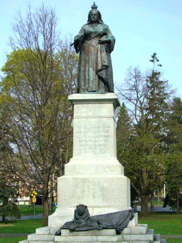 Kitchener statue of Queen Victoria