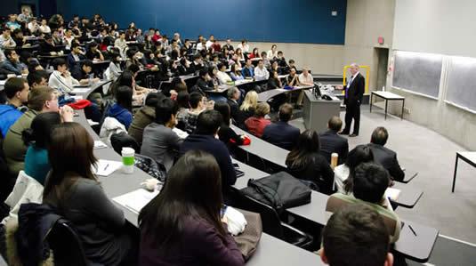 Allen Loney speaks to actuarial students.