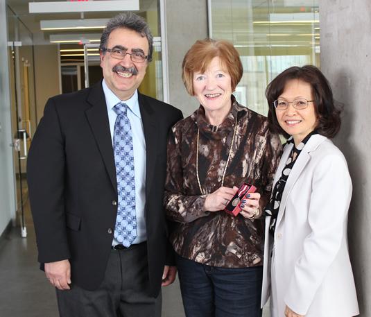 Feridun Hamdullahpur, Carolyn Hansson, and Pearl Sullivan pose together with the Diamond Jubilee Medal.