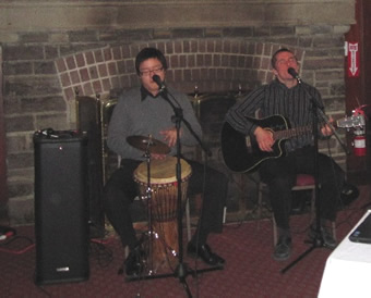 Kyle Pinnell and Jason Yin perform at Dining in the Dark.