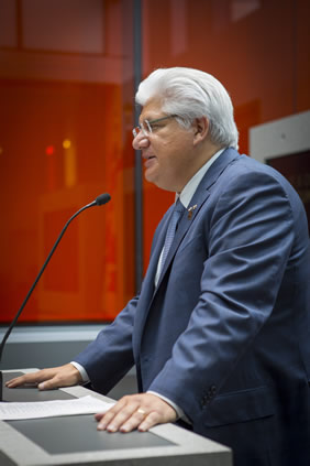 Mike Lazaridis speaks at the Quantum-Nano Centre opening.
